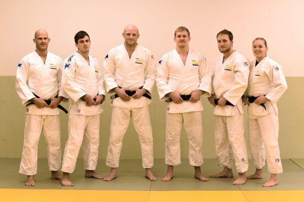 Bild på judolandslaget som står på rad. Från vänster: Robert Eriksson, Tommy Macias, Marcus Nyman, Joakim Dvärby, Robin Pacek och Anna Bernholm.