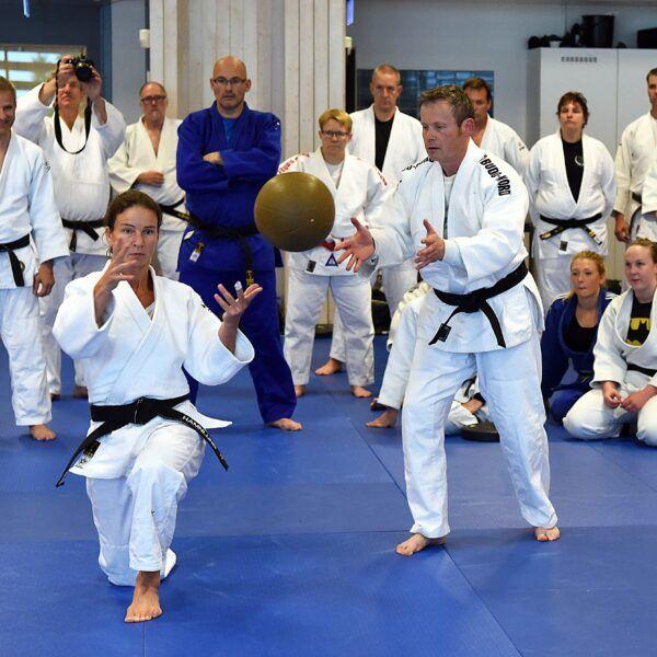 Michail Tonkonogi undervisar på en judoutbildning.
